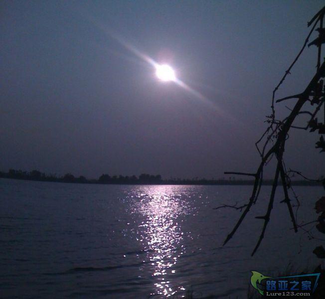 西江迷人的日落